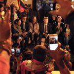 """""""Tenemos que perseverar en la búsqueda de la paz"""", dijo el Presidente Santos a los jóvenes del Campamento de la Paz, este jueves en la noche, en la Plaza de Bolívar de la capital del país."""