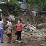 Ministro de Defensa Luis Carlos Villegas visita y escucha inquietudes y necesidades de los pobladores de Mocoa en albergue del Coliseo6