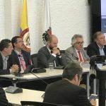 El profesor Ignacio Mantilla, rector de la U.N., fue el encargado de entregar el informe completo2