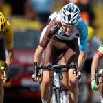 Uran le quitó la bonificación a Bardet y se metió en el podio de la carrera.