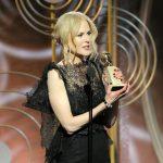 Nicole Kidman recoge su Globo de Oro como Mejor actriz de serie limitada por 'Big Little Lies' y su retrato de mujer maltratada y poderosa.