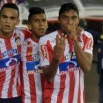 Luis Carlos Ruiz (con la seña de tres) festeja el gol del triunfo ante el Cali. Junto a él lo acompañan Luis Díaz y David Murillo.Rafael Polo-EL HERASLDO
