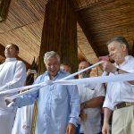 Este lunes el Presidente asistió a la inauguración del Hotel Las Islas, situado en Barú, Cartagena, lo acompaña en el desanude el empresario Jean Claude Bessudo, presidente del Grupo Aviatur.