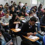 Estudiantes esperan poder entrara la UN