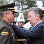 En la grafica momento en el cual el presidente de la Republica da el ascenso a brigadier General al neirano Juan Carlos Buitrago A -