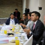 Ministro de Vivienda, Ciudad y Territorio, Jonathan Malagón en reunión con medios.