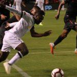 """Independiente Santa Fe de Colombia empató hoy por 2-2 y apagó la fiesta denominada """"Noche Blanca"""" de Liga de Quito. Foto: Eduardo Terán / EL COMERCIO"""
