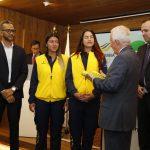 Entregada bandera de Colombia, a equipo para Rosario 2019 3 JPG