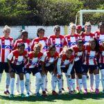 Gran parte del plantel de jugadoras del equipo femenino de Junior en el estadio de Puerto Colombia. Foto Luis Felipe De la Hoz